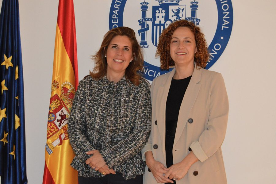 Ana Borredá, directora de RED SEGURIDAD, con Mar López Gil en el Departamento de Seguridad Nacional.